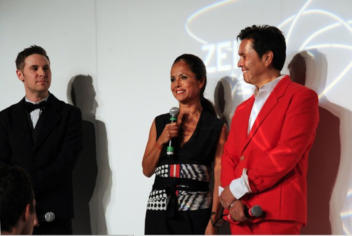 Designer Maria Cornejo stands in between MAX Fashion co-chairs Scott Seale (left) and Max Martinez (right).