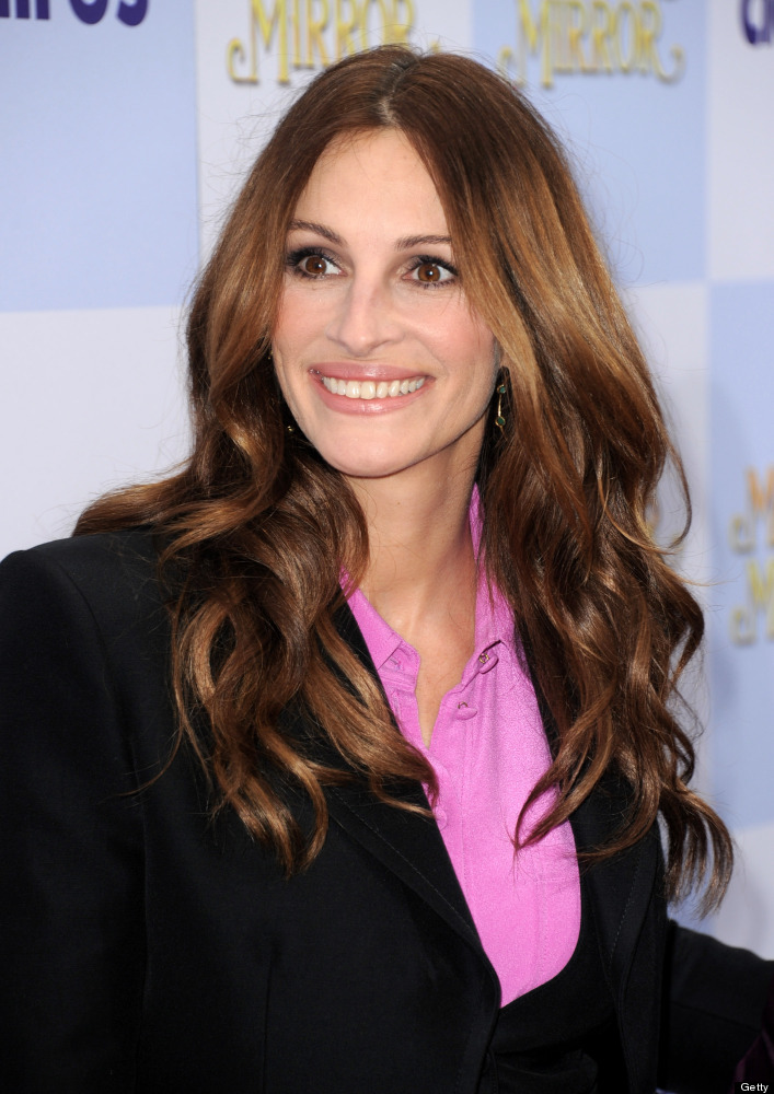 LOS ANGELES, CA - MARCH 17:  Actress Julia Roberts arrives at the premiere of Relativity Media's 'Mirror Mirror' at the Chine