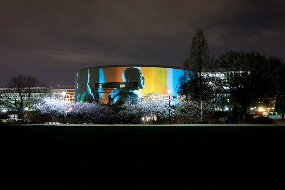 Photo courtesy of Doug Aitken and the Hirshhorn Museum and Sculpture Garden.