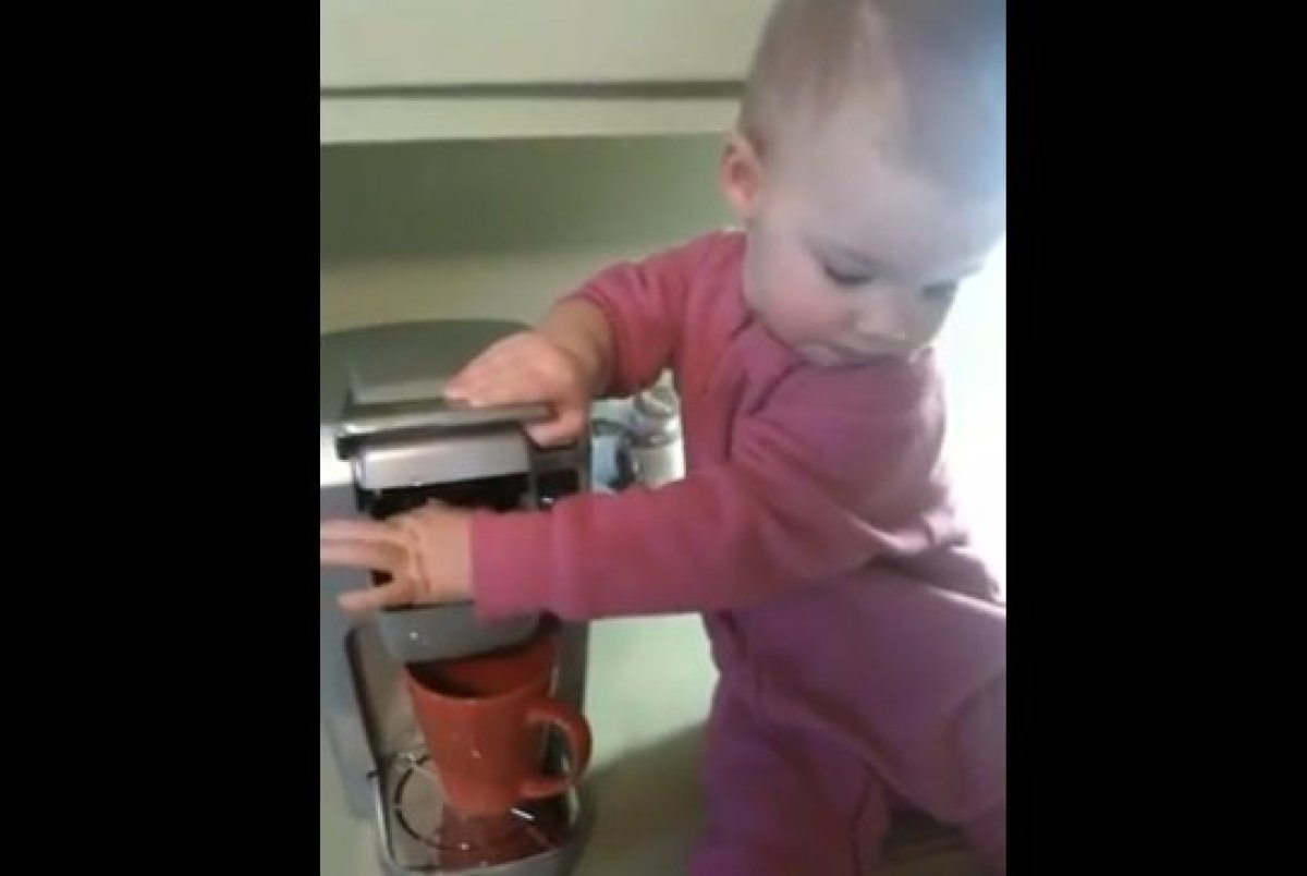 "<strong><a href=""http://www.huffingtonpost.com/2012/03/01/baby-barista-helps-mom-make-coffee_n_1313940.html"" target=""_hplink"""