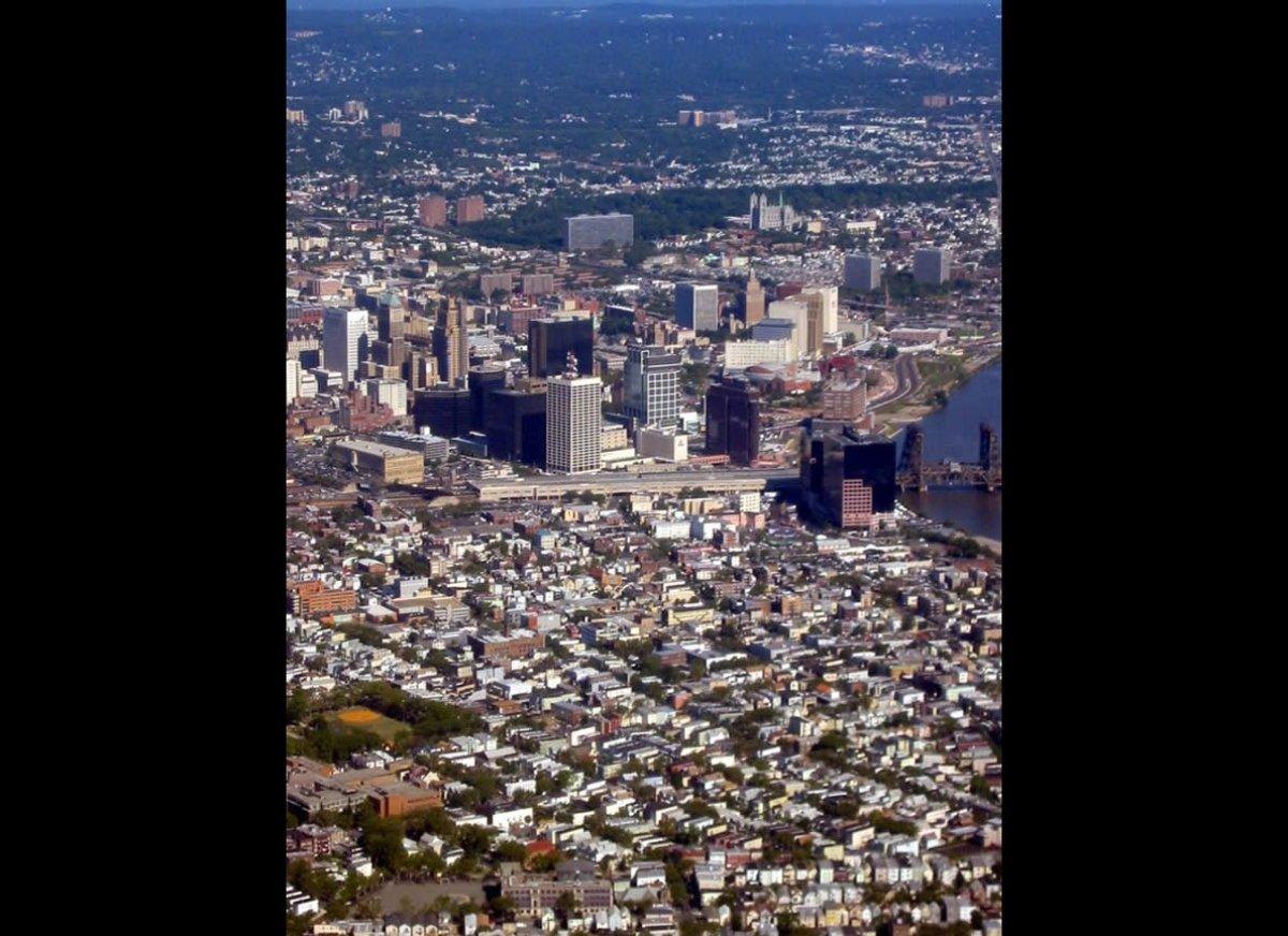 "Walk Score: 74  <a href=""http://www.prevention.com/fitness/fitness-tips/best-us-cities-walkers?cm_mmc=Huffington_Post-_-25"