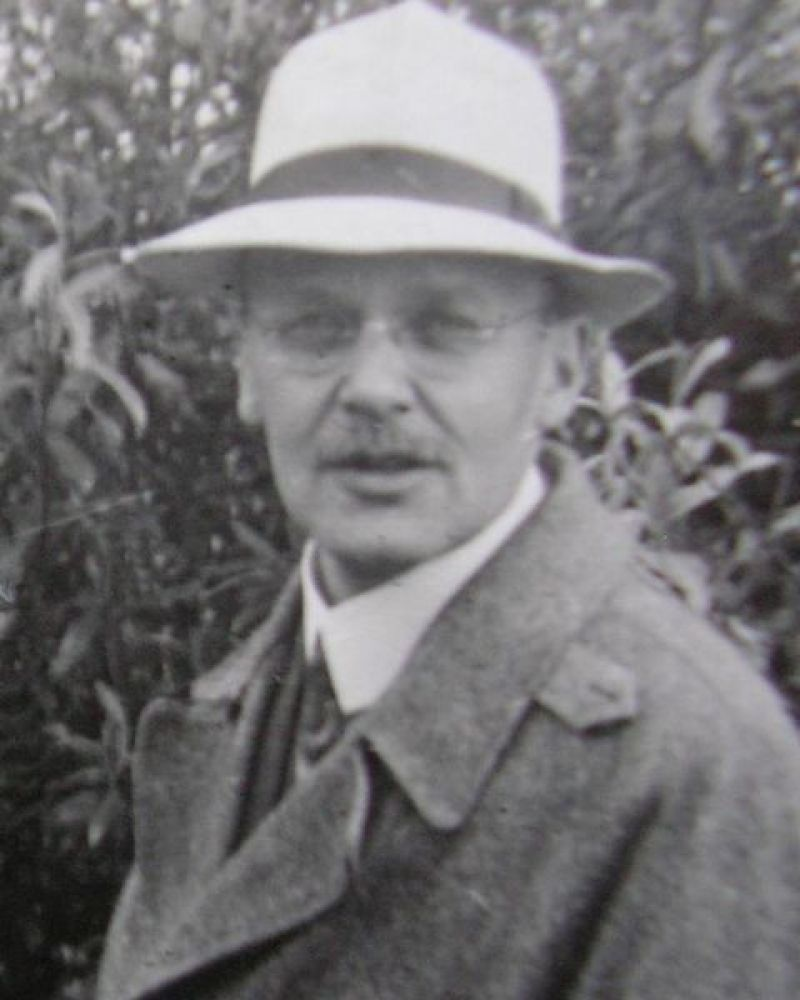 Manchester 1908-1909. Hans Geiger (pictured above) and Ernest Marsden ran an experiment in Ernest Rutherford's laboratory. Th