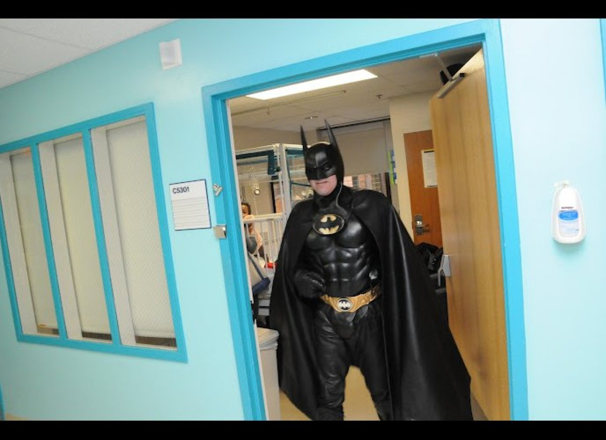 Route 29 Batman, Lenny Robinson, visiting the Hematology/Oncology pediatric floor at the annual Hope for Henry Superhero Cele