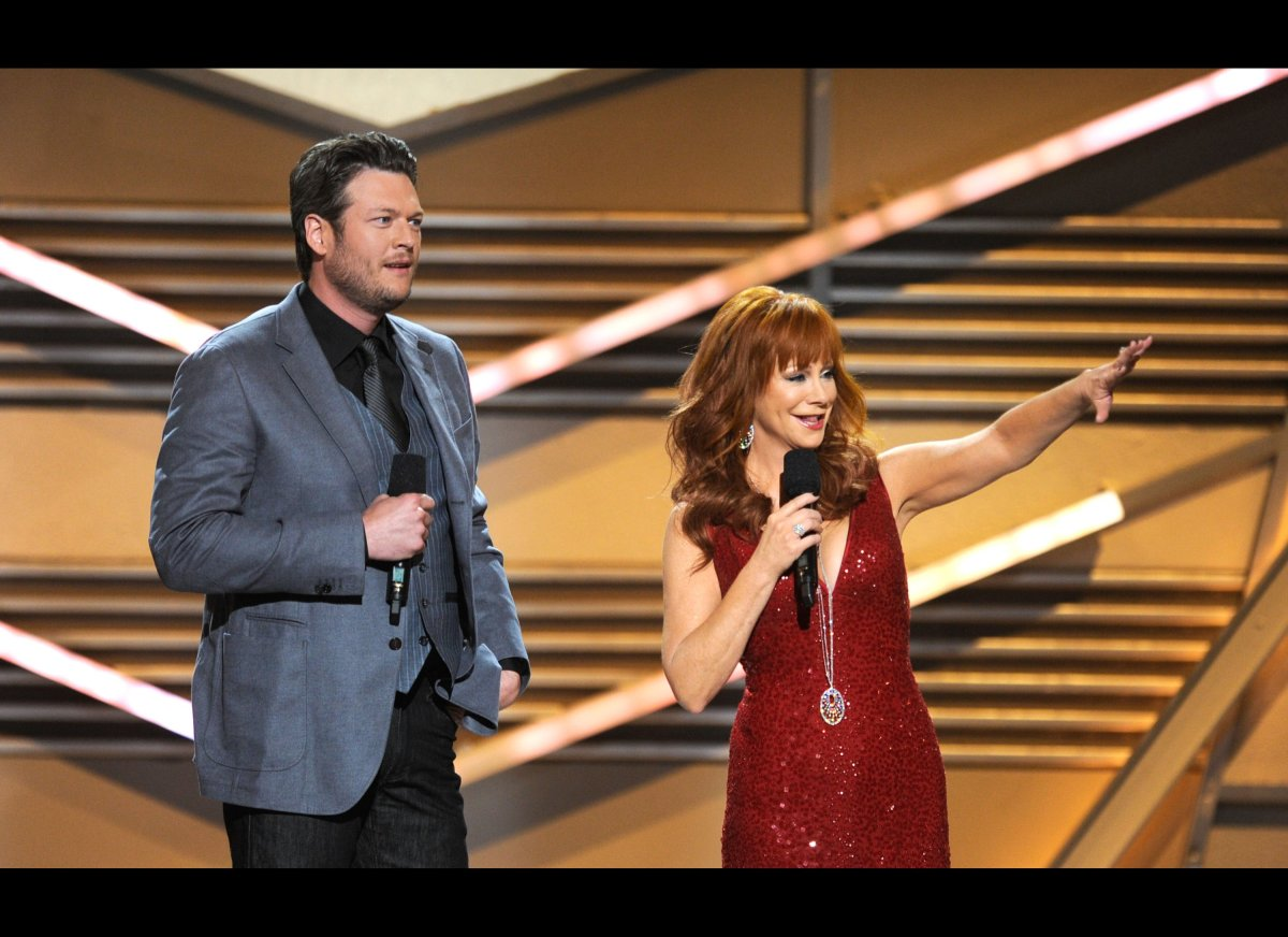 """The <a href=""""http://www.biography.com/people/reba-mcentire-9542065"""" target=""""_hplink"""">57-year-old</a> (and co-host of last nig"""