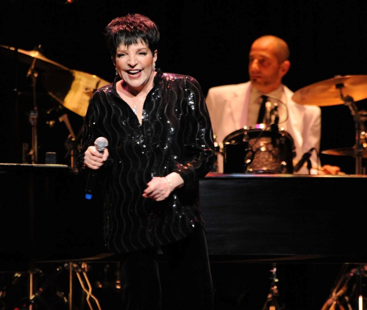 """The legendary singer-actress thrilled a multi-generational Atlantic City crowd with her signature tunes """"Cabaret"""" and """"New Yo"""