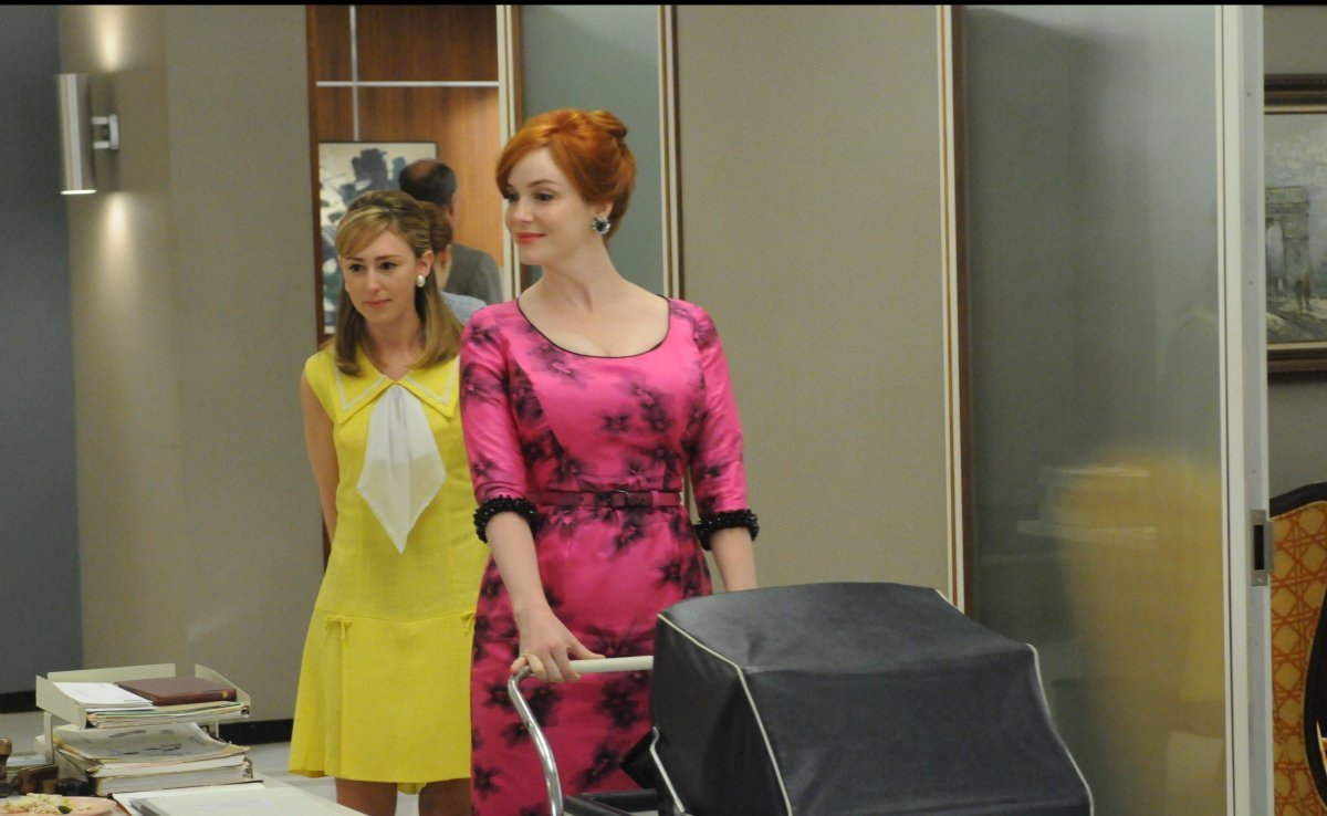 Meredith (Stephanie Drake) and Joan Harris (Christina Hendricks)