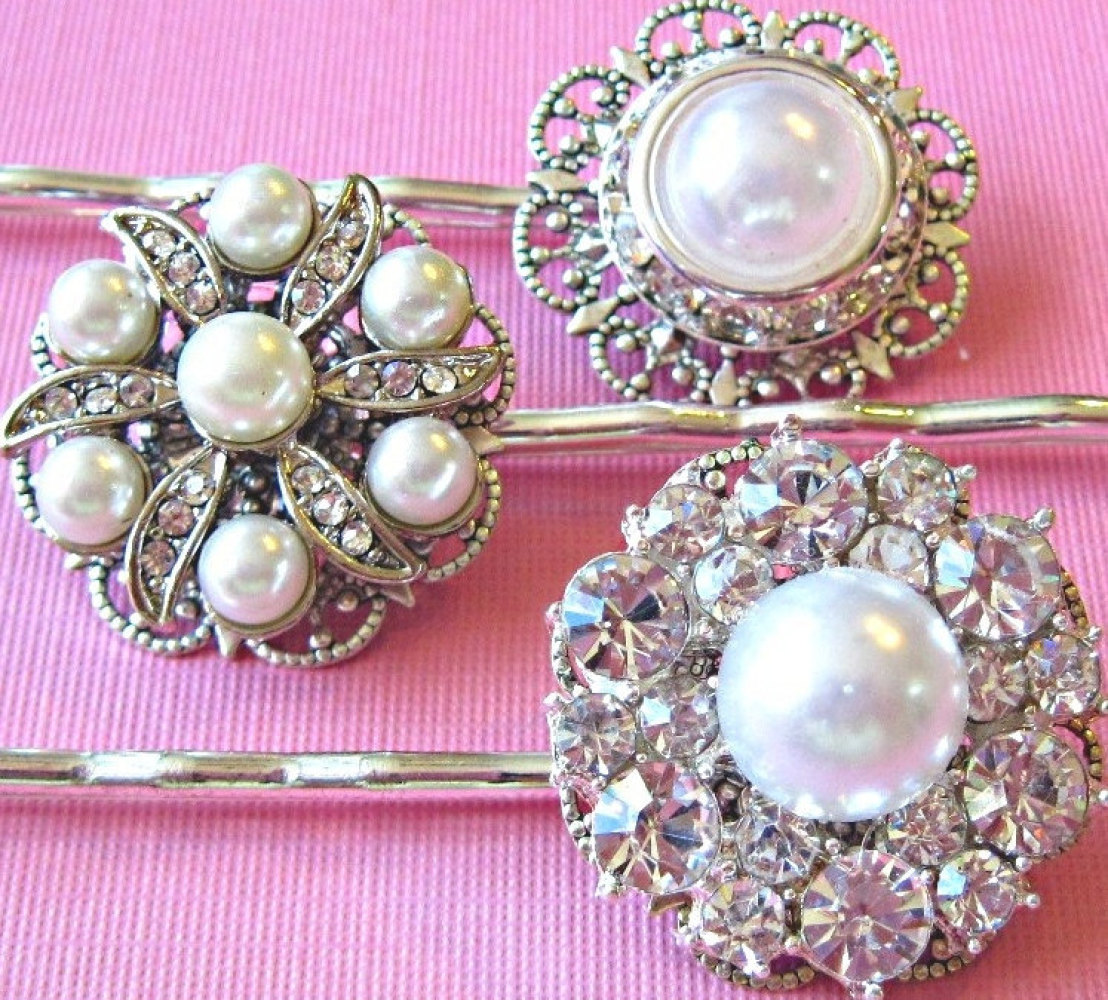 "Every ""Mad Men"" fashionista knows that pearls are the epitome of Madison Ave. sophistication. <a href=""http://tailored.co/sho"