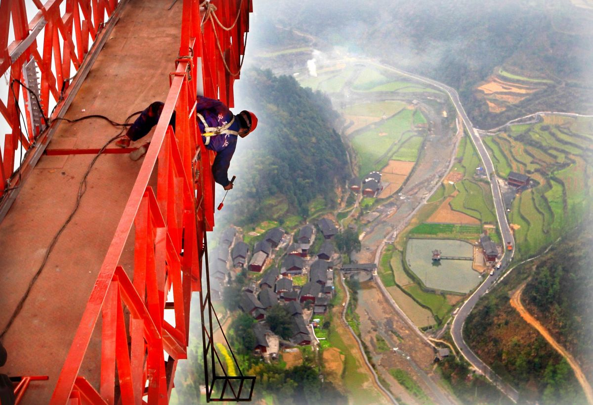 Aizhai long-span suspension bridge, Jishou, Hunan, China - 31 Mar 2012. The highest and longest valley suspension bridge in t