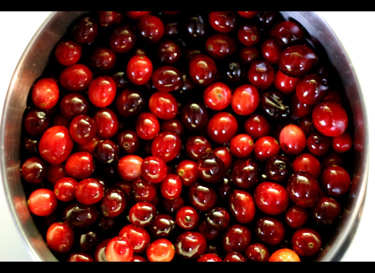 """Although tiny, cranberries offer huge health benefits, thanks to their polyphenols, which produce their <a href=""""http://www.n"""