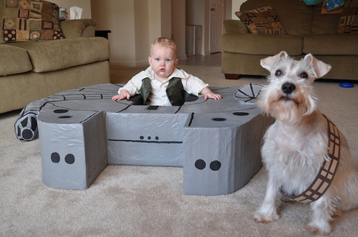 """Courtesy<a href=""""http://www.thekarpiuks.com/look-what-we-made-the-millennium-falcon"""" target=""""_hplink""""> The Karpiuks</a>"""