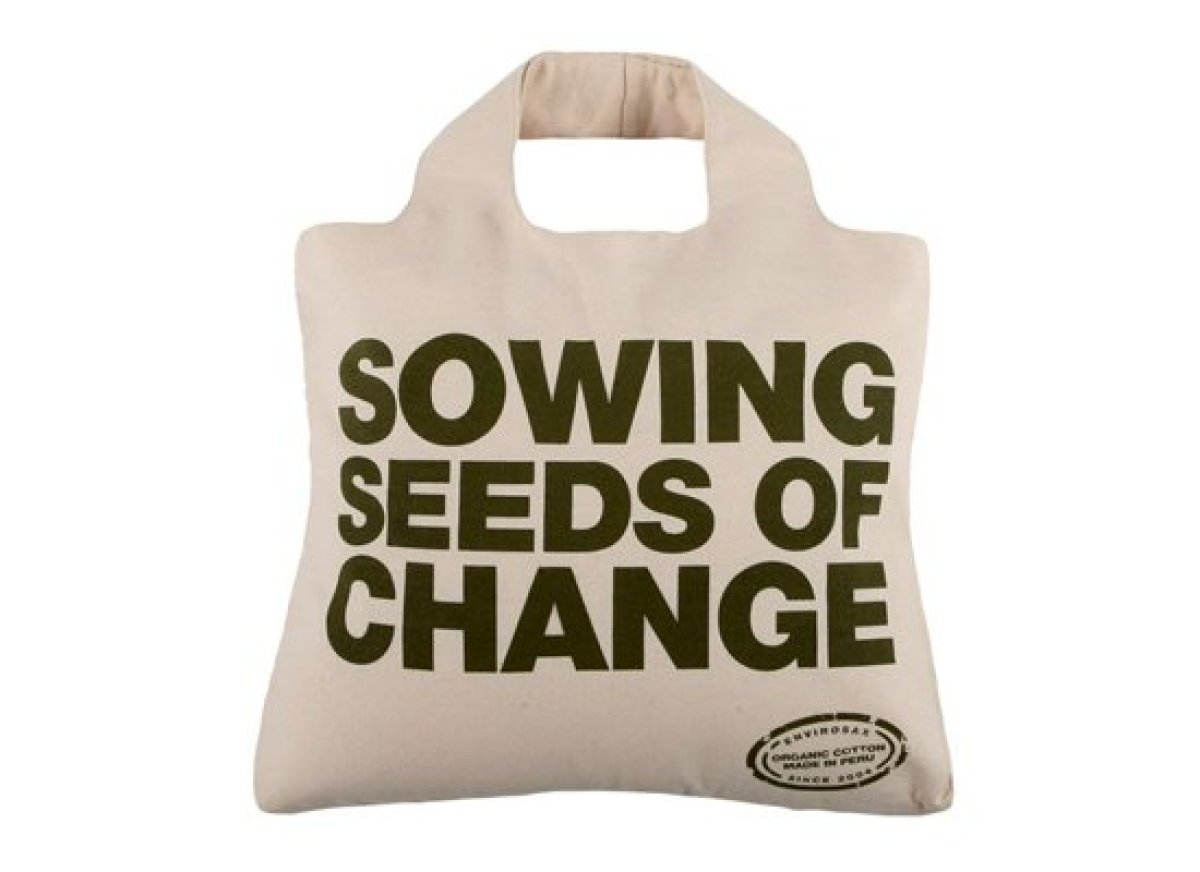 Make an environmental statement with this 100 percent organic cotton bag, which is made in Peru at a local farm co-op.