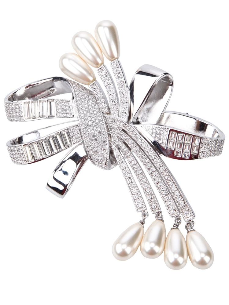 """<a href=""""http://www.farfetch.com/shopping/women/dior-knotted-bow-brooch-item-10158074.aspx?cur=USD"""" target=""""_hplink"""">FarFetch"""