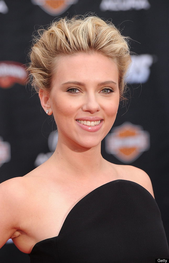 HOLLYWOOD, CA - APRIL 11:  Actress Scarlett Johansson arrives at the premiere of Marvel Studios' 'The Avengers' at the El Cap