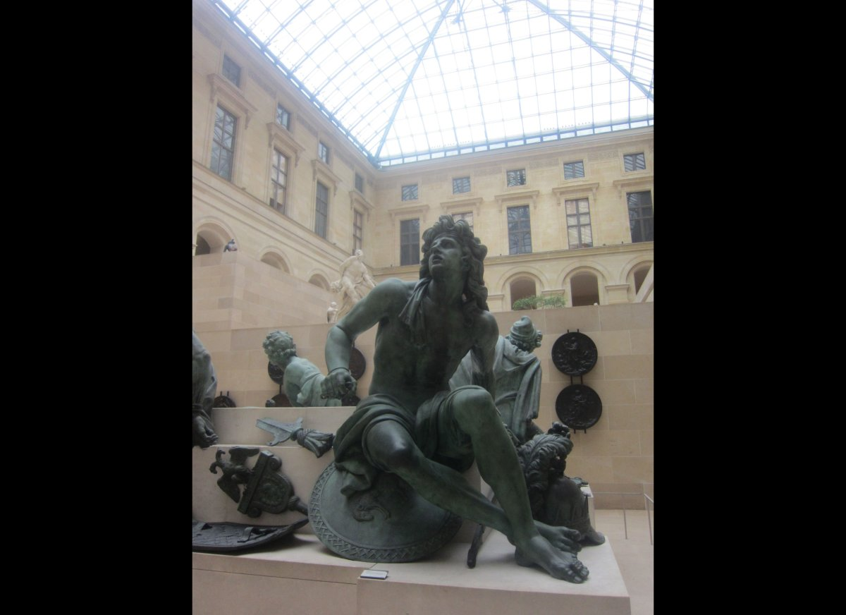 Paris Muse offers high-quality private tours in front of the world's greatest art collections. The  instructors are trained a