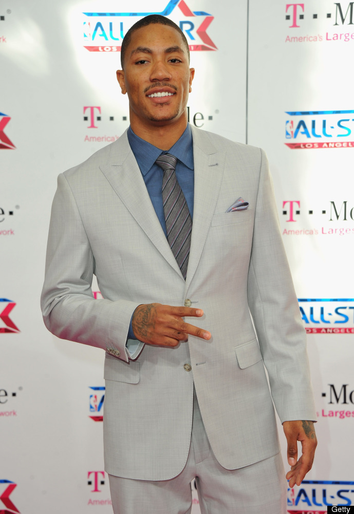 LOS ANGELES, CA - FEBRUARY 20:  NBA player Derrick Rose arrives to the T-Mobile Magenta Carpet at the 2011 NBA All-Star Game