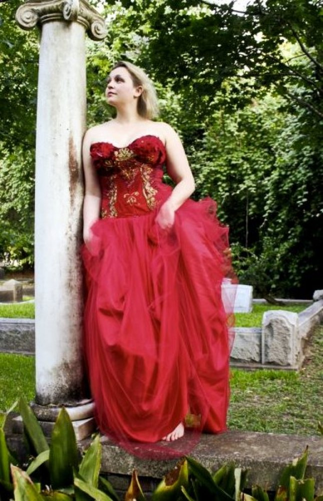 "In her <a href=""http://thebloggess.com/2010/05/the-traveling-red-dress/"" target=""_hplink"">original ""red dress post,""</a> Jenn"
