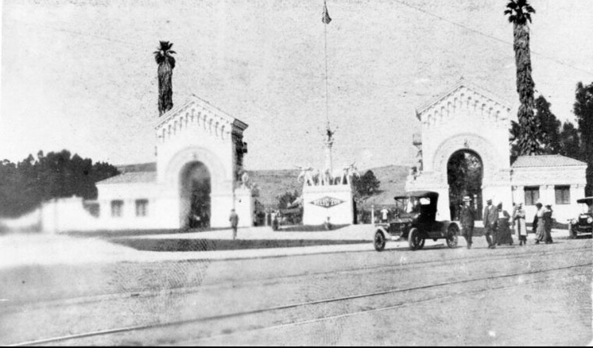 View of the entrance when it was still known as the Selig Zoo, which opened to the public in 1915. (Security Pacific National