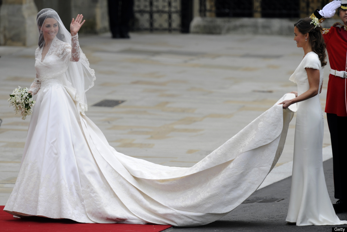 Kate Middleton waves as she arrives at the West Door of Westminster Abbey in London for her wedding to Britain's Prince Willi