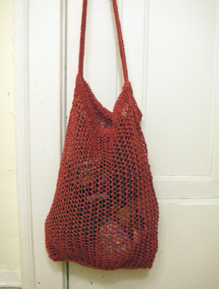 """The hemp purse is always a good choice for picking up groceries and running errands. (<a href=""""http://www.flickr.com/photos/b"""