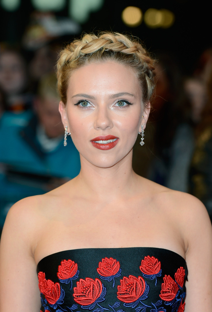"Although it's a little oversized, we think ScarJo's milkmaid braid looked amazing at the ""Avengers"" European Premiere in Lond"