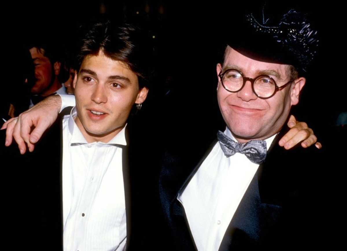 <strong>1980</strong> A young Johnny Depp in a black suit, white shirt with Elton John.