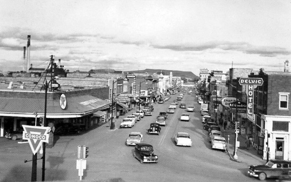 As if the enigma of Bob wasn't mysterious enough, check out his home town, Hibbing, Minnesota. That picturesque Main Street!