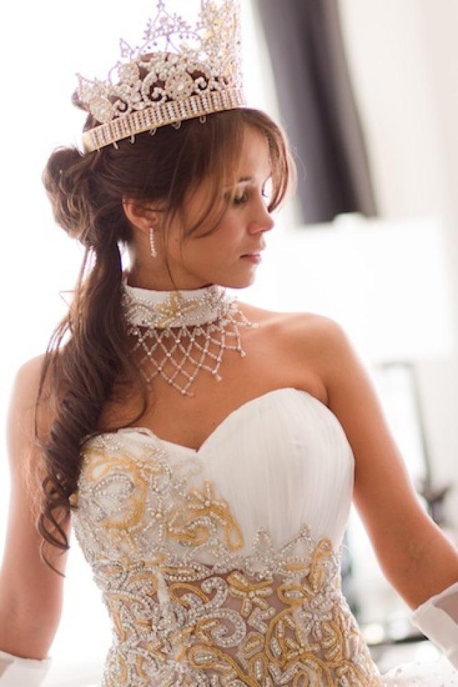 Nettie in her corset and crown.