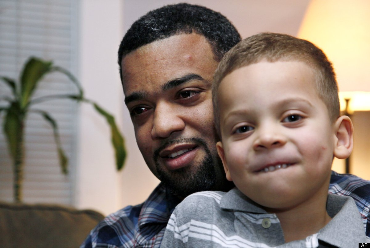 """When Seattle dad Damon Brown was in need of a kidney, <a href=""""http://www.huffingtonpost.com/2012/01/01/for-some-in-need-face"""