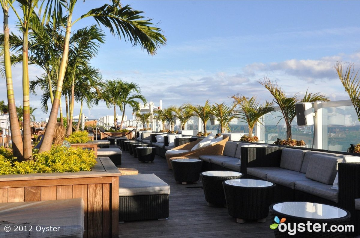 The Rooftop is a stylish bar that doubles as a nightlife hot spot at night. Located 18 stories right above the beach, it offe