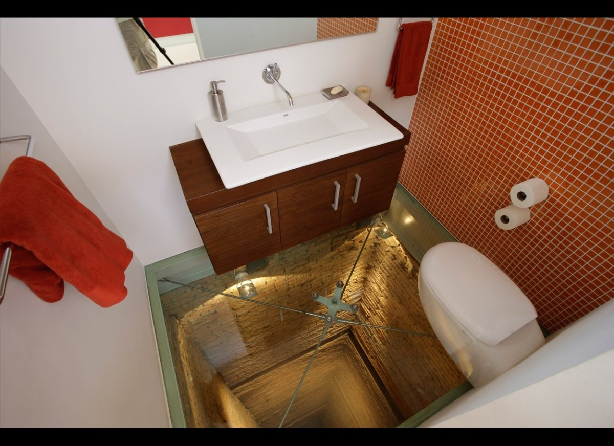 The world's scariest toilet, the glass floor stares into the abyss. This terrifying latrine is located 15 floors up in a luxu