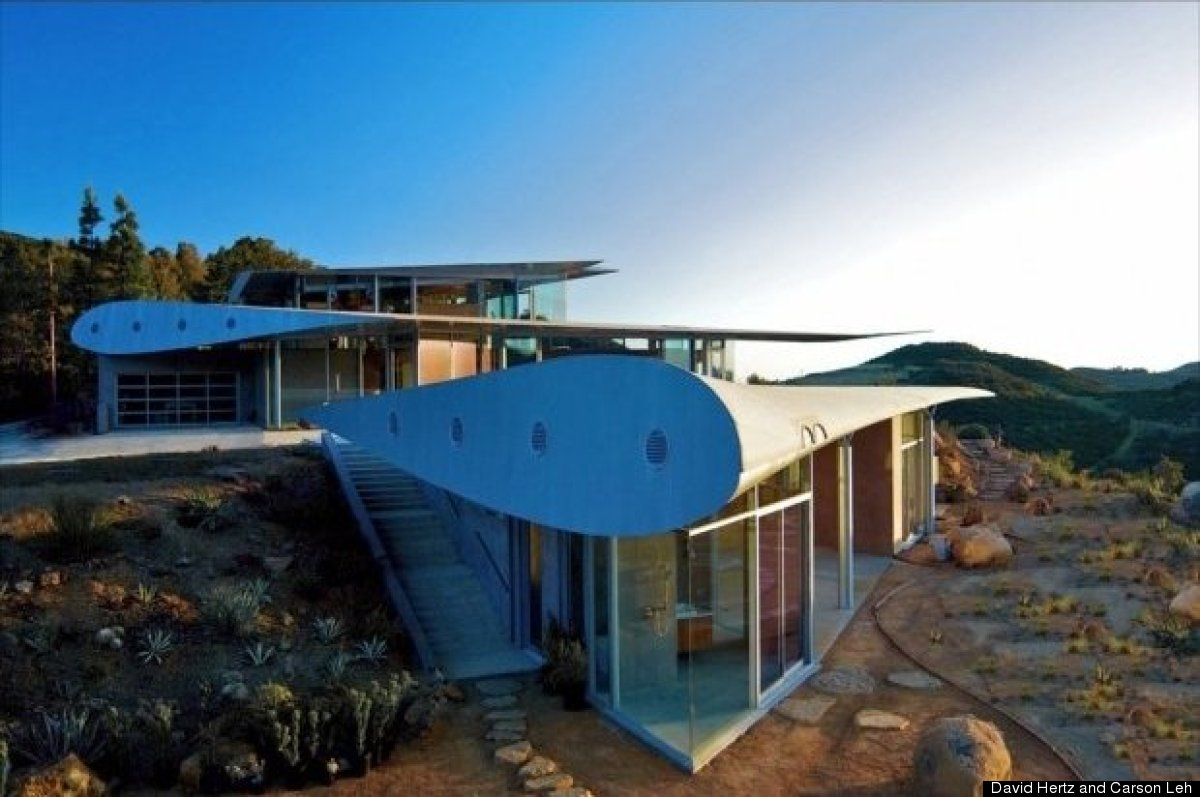 "When the owner of this unique home first came to <a href=""http://www.studioea.com/"" target=""_hplink"">architect David Hertz </"