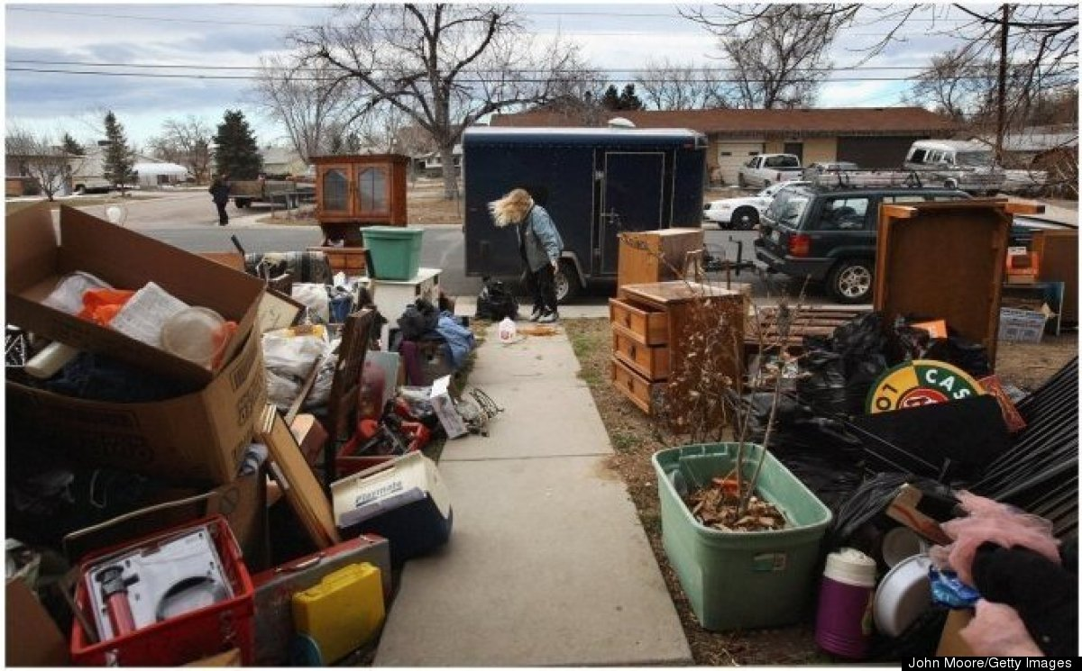 Tracy Munch collects her belongings after an eviction crew cleared furniture from her foreclosed home on Feb. 2, 2009, in Col