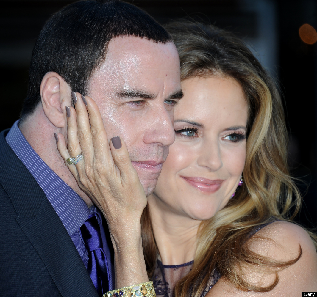 John Travolta y su esposa Kelly Preston a su llegada a la premiere de la cinta 'Savages' en Los Angeles, California. (Junio 2