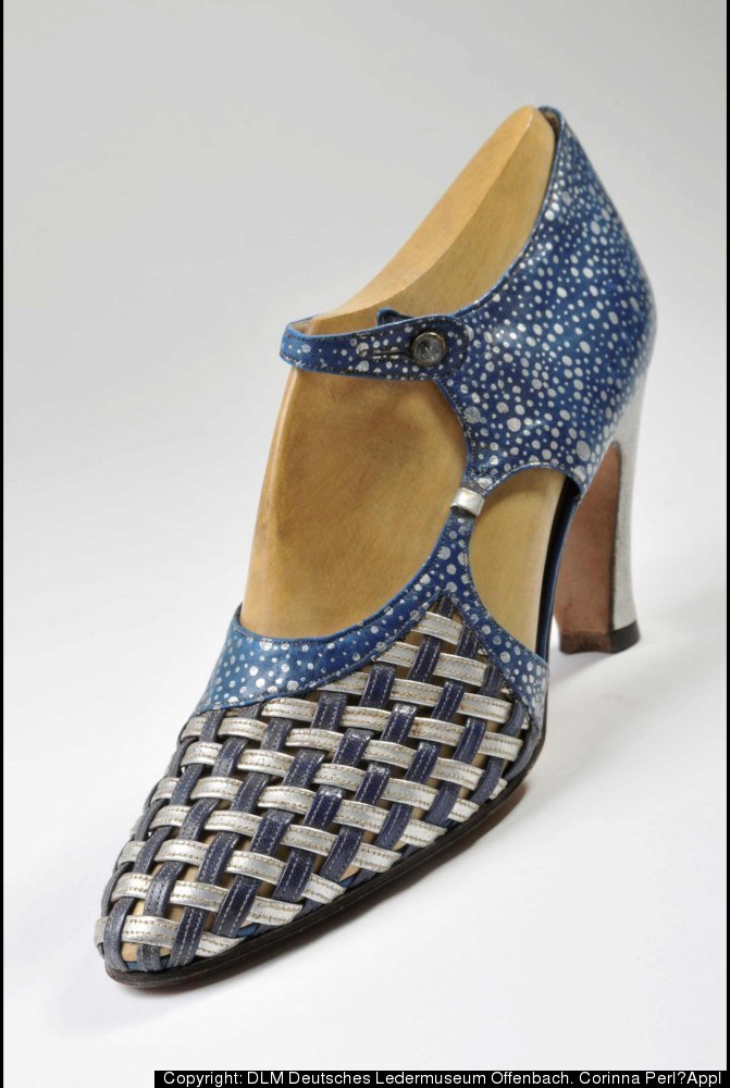 This sample shoe was designed by Roger Vivier for the German tannery Heyl‐Libenau in 1934 and offers insight into the designe