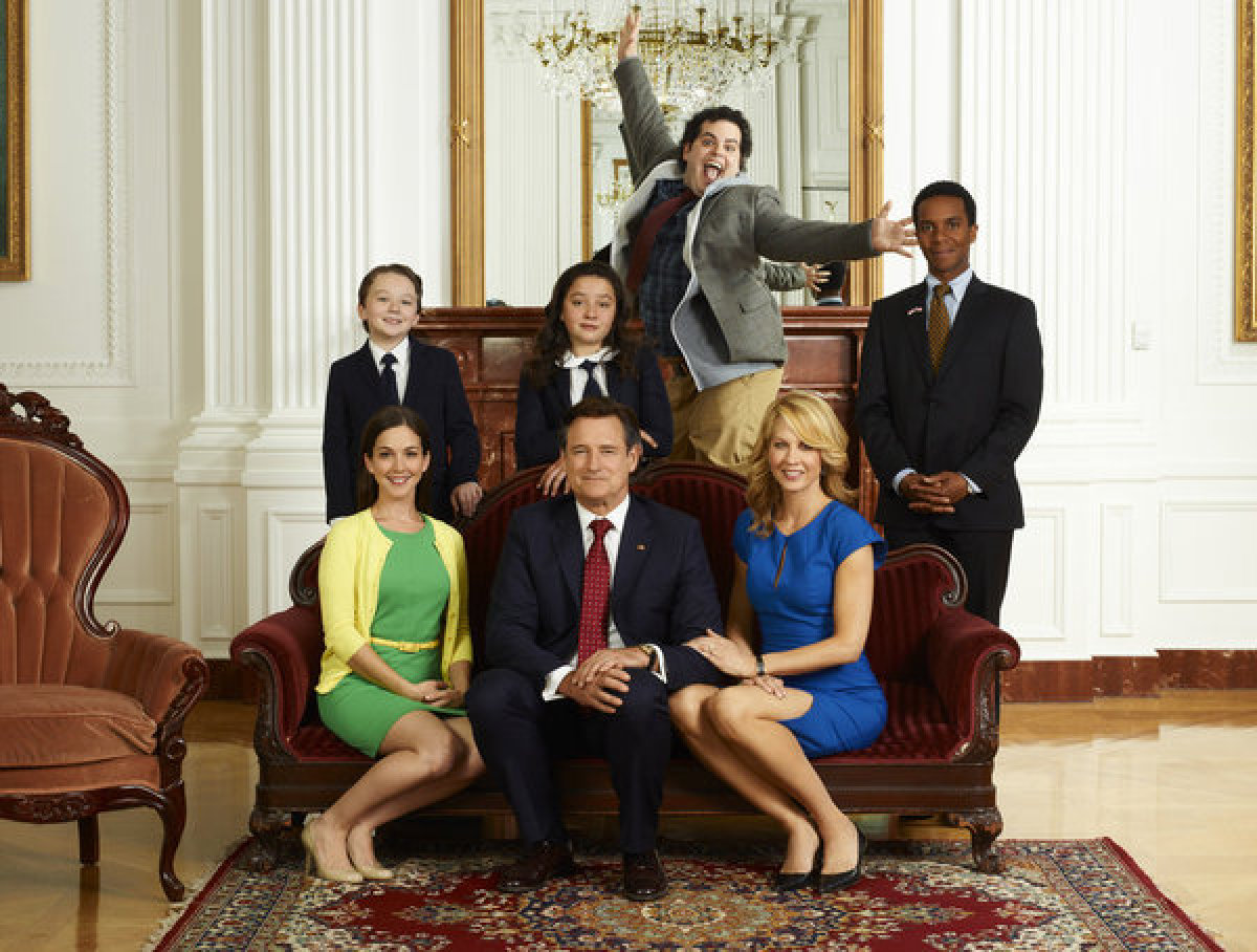 Benjamin Stockham as Xander, Martha MacIsaac as Becca (seated), Bill Pullman as President Dale Gilchrist (seated), Amara Mill