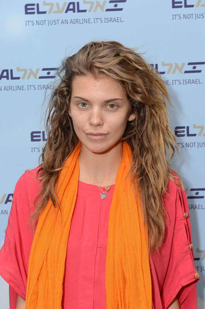 """AnnaLynne McCord looked amazing arriving at New York's JFK airport. The actress is currently <a href=""""http://www.stylebistro."""
