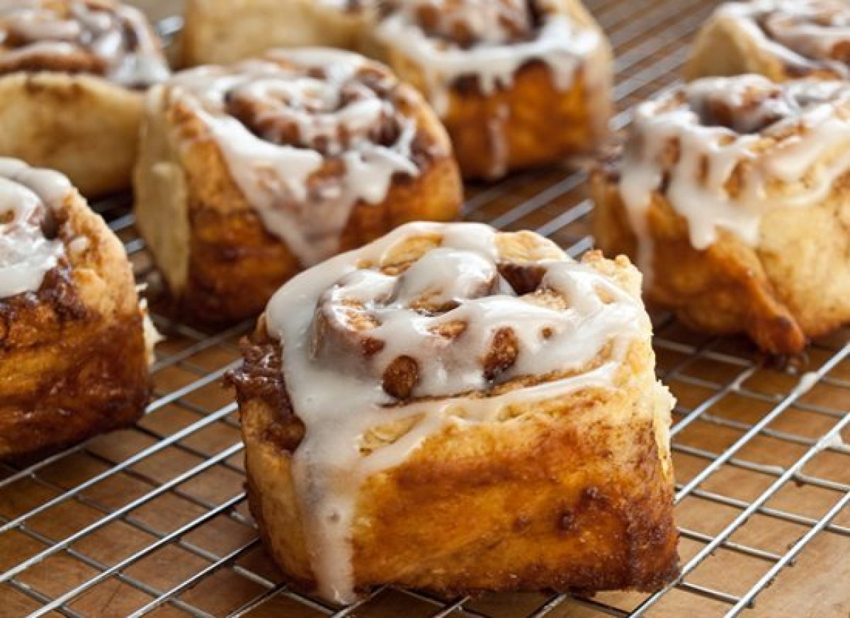 Wake mom up to the sweet smell of tender and sticky cinnamon buns baking in the oven. The best part is that they're quick and