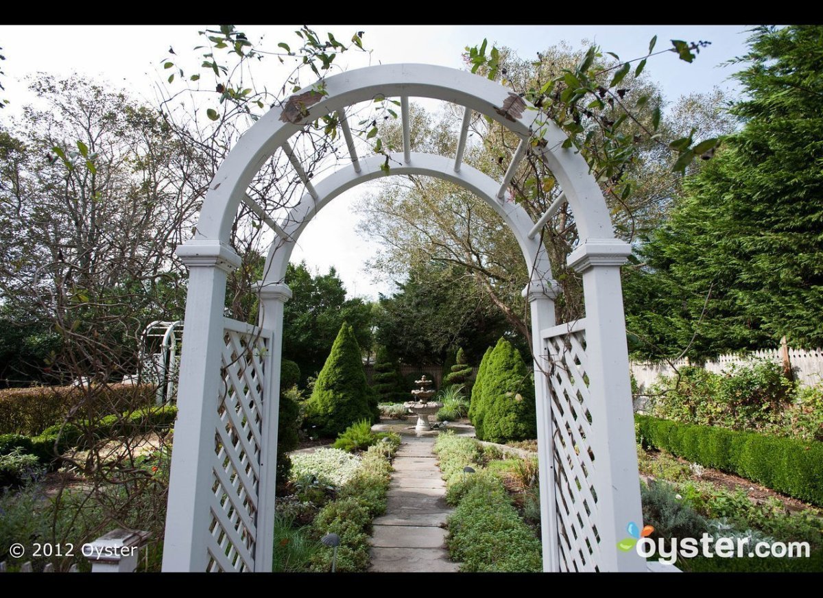 Adding an arbor to the beginning of your garden path makes an immediate impression. Even if the garden that lies beyond is re
