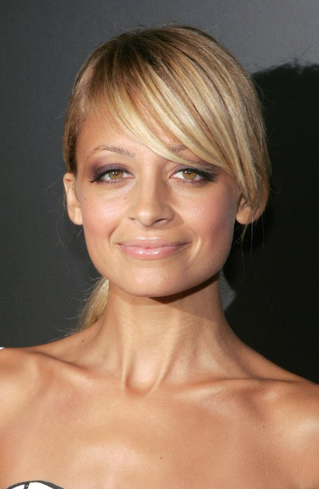 Side Swept Bangs and Hairstyles - Celebrity Side Swept Hair