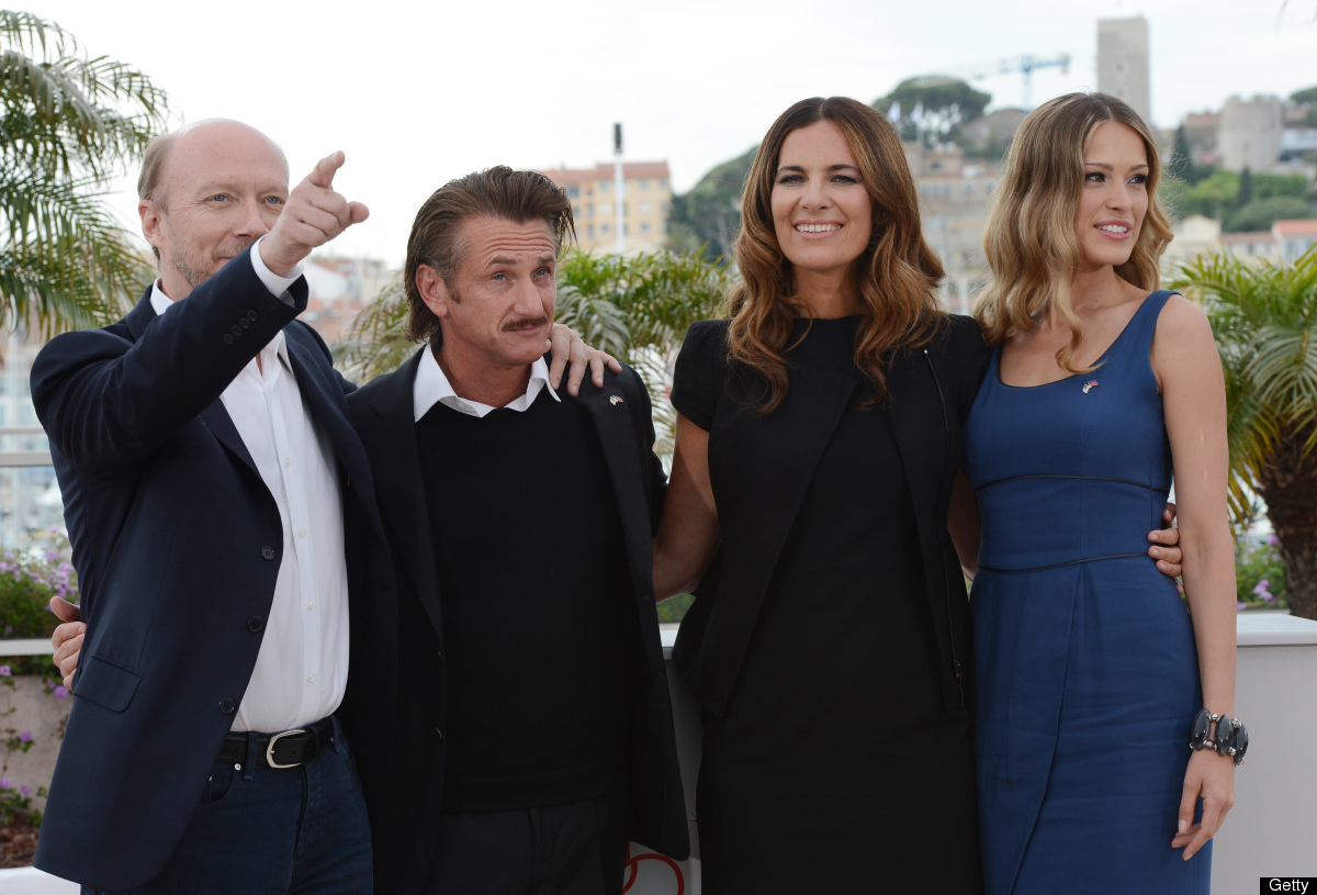 (from left) US director Paul Haggis, US actor Sean Penn, actress Roberta Armani and Czech model Petra Nemcova pose during a p