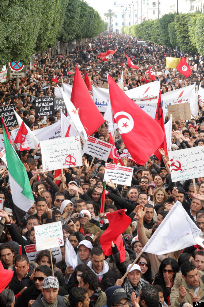 <em>Tunisians gather at Habib Bourguiba avenue in Tunis to celebrate the one year anniversary of the revolution, Saturday, Ja