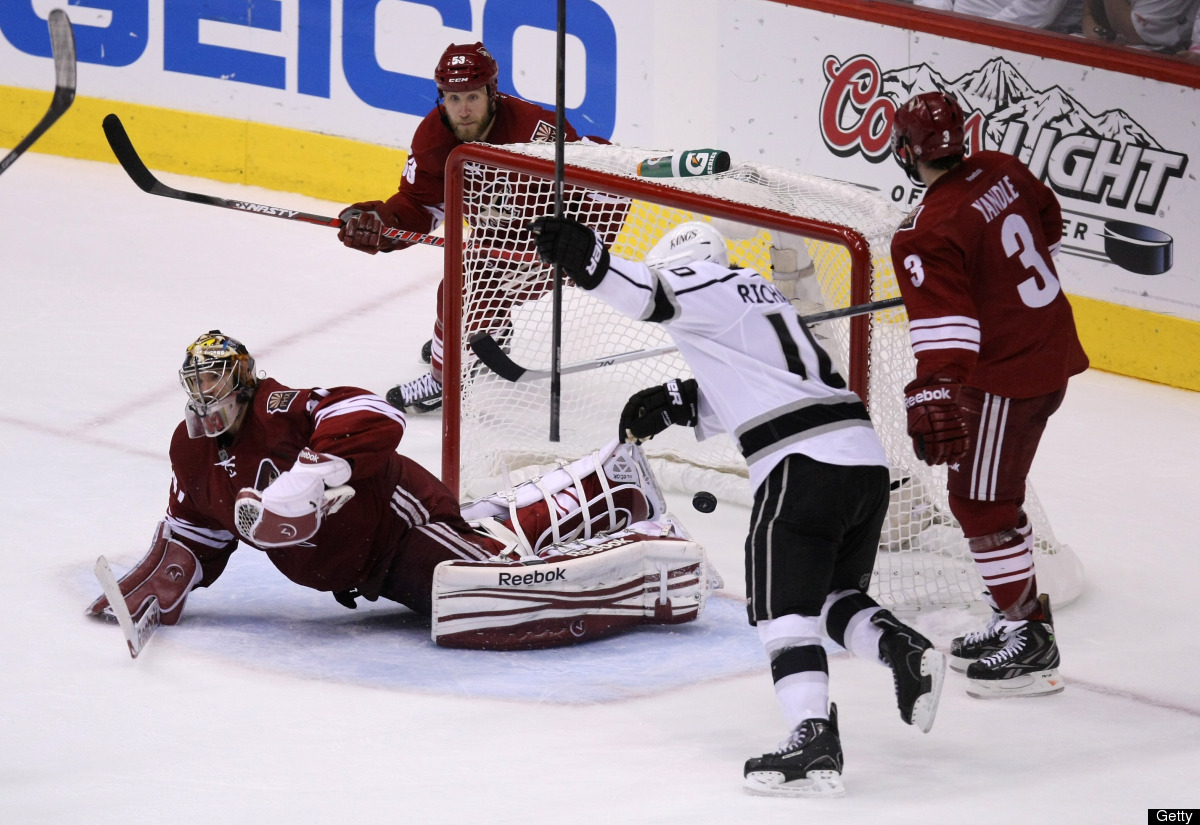 GLENDALE, AZ - MAY 22:  Mike Richards #10 of the Los Angeles Kings reacts as the Kings Dustin Penner #25 scores an overtime g