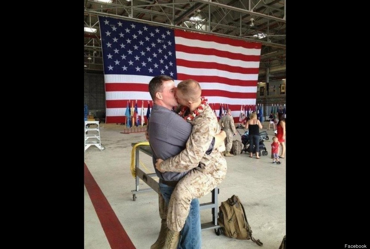 A homecoming photo of a U.S. Marine caught in a passionate lip-lock with his boyfriend went viral in the blogosphere after it
