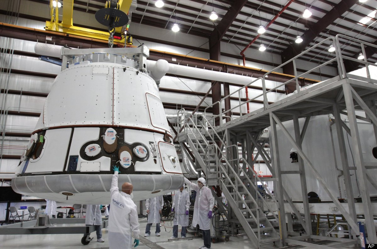 """The <a href=""""http://www.spacex.com/SpaceX_Brochure_V7_All.pdf"""" target=""""_hplink"""">Dragon capsule</a> is only about 20 feet long"""