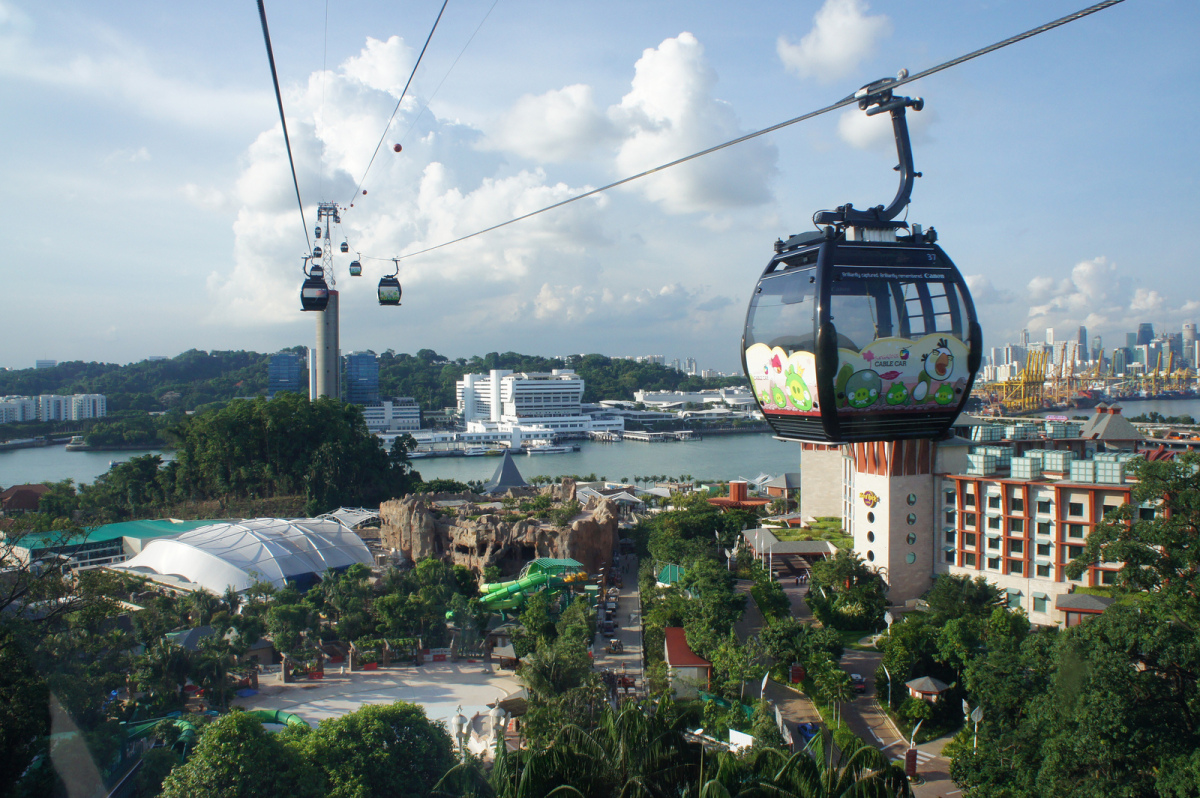 Starting June 1, 2012, Singapore Cable Car riders can partake in a full Angry Birds sensorial experience when travelling from