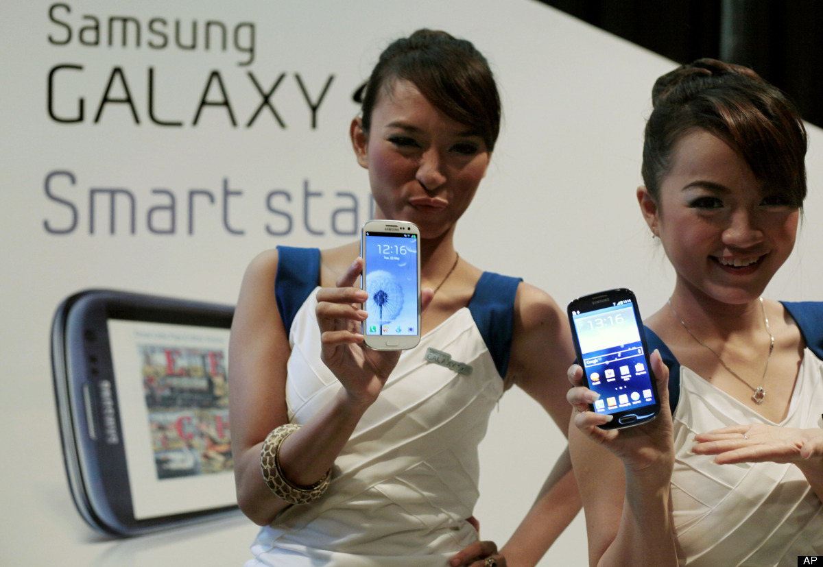 """While <a href=""""http://www.theverge.com/2012/5/25/3042640/samsung-galaxy-s-iii-review"""" target=""""_hplink"""">The Verge's Vlad Savov"""