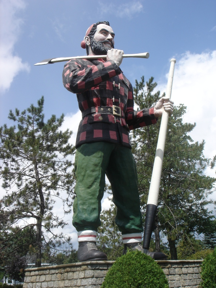 Though he looks like a giant street thug and sports an eerie smirk, no need to dial the cops over Bangor's Paul Bunyan statue