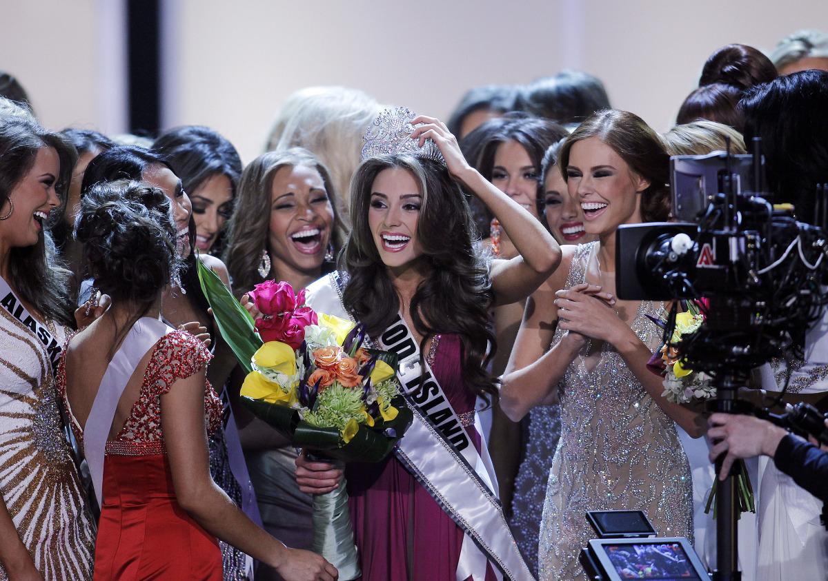 Miss Utah Fumbles Answer at Miss USA Pageant | KTLA