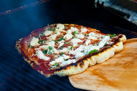 "<strong>Get the <a href=""http://www.simplyrecipes.com/recipes/how_to_grill_pizza/"" target=""_blank"">Grilled Margarita recipe</"