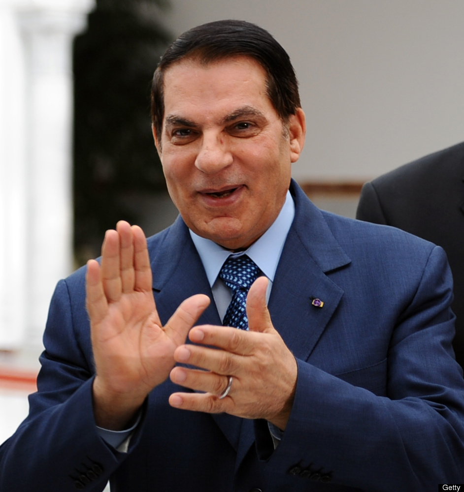 <em>Tunisian President Zine El Abidine Ben Ali applauds as he welcomes Tunisian swimming Olympic champion Oussama Mellouli up